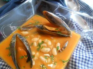 Mejillones con judias en salsa de tomate - Mosselen en witte bonen met tomaat