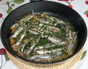 Boquerones al ajillo y guindilla - Ansjovis met knoflook en groene piment