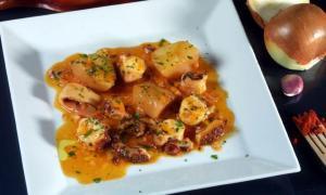 Pulpo en salsa picante - Inktvis in pikante paprikasaus