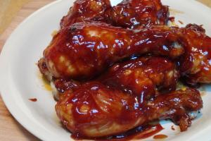 Piernas de pollo en salsa tomates - Kippenpootjes