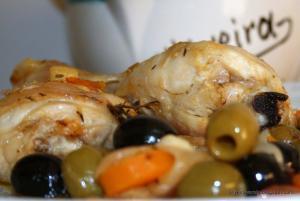Muslos de pollo con aceitunas - Kippenboutjes met olijven