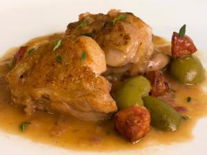 Tapas con Carne, Chorizo y aceitunas - Tapas van vlees, chorizo en olijven