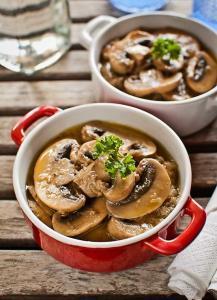 Pollo con Jerez y Champiñones - Kip in champignon-sherry saus
