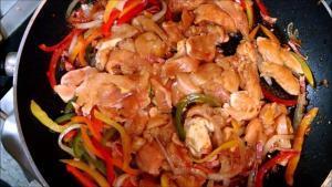 Pollo con chorizo y pimiento - Kip met chorizo en paprika