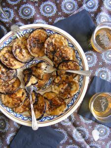 Berenjas fritas y regadas con miel