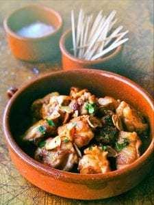 Pollo salteado con ajo crujiente - Gesauteerde kip met knapperige knoflook