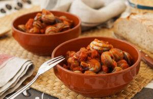 Caracoles en salsa con Jamón y Chorizo - Slakken in saus met ham en chorizo